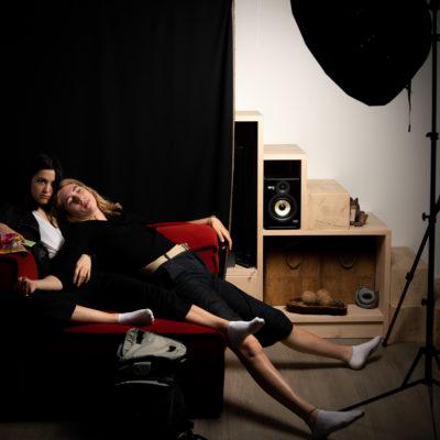 repos au studio - deux amies