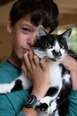 garçon et son chat
