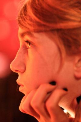 portrait couleur profil adolescente