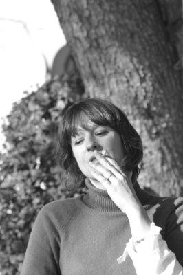 portrait de femme à la cigarette